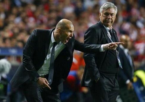 Zinedine Zidane et Ancelotti - Kalaranet
