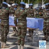 Honneurs militaires au casques bleu décédé après une explosion au Mali