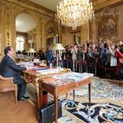Plusieurs visiteurs ont eu la chance de filmer François Hollande dans son bureau à l'Elysée pendant les journées du patrimoine
