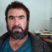 Eric Cantona traite Didier Deschamps de raciste